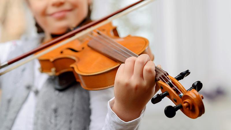 周りにヴァイオリンを習いたい子どもたちがたくさんいるので、定期的に先生に来てもらいたい