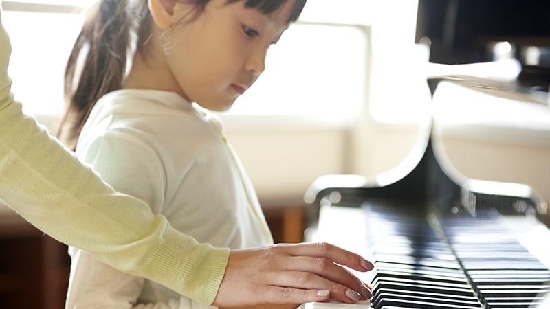 不足する保育士を育成するため、ピアノレッスン代をねん出したい
